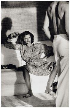 Helmut Newton, Woman examining man, Saint-Tropez 1975 for 'American Vogue'