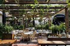 The latest hot spot in Paris is a new eatery from cult restaurant group Big Mamma and it's already breaking records – at it's the biggest restaurant in Europe. Proof that the culinary giant is unstoppable in spreading their Italian flair.