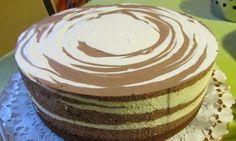 Vynikající dort plný měkkého sýra. Kakaový základ v kombinaci se sýrovou nádivkou je k sežrání.