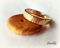 585 gold ring, textured surface