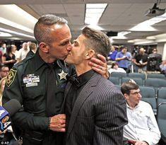 #lgbt #love #couple #kiss #beautiful Découvrez le projet Classy-X proposant une vision différente de la mode