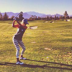 Paulina Gretzky's adorbs attire makes me want to start golfing.