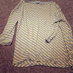 Liz Claiborne 3/4 sleeve top Yellow and grey - top with 3/4 sleeves. It says XL but it has a nice oversized fit for a M and can be off the shoulder. Liz Claiborne Tops