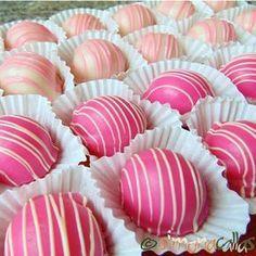 Fondant Glazed Bonbons with Rose Filling presentation White Chocolate Desserts, White Chocolate Strawberries, Chocolate Strawberry Cake, Chocolate Chip Cheesecake, Oreo Cheesecake, Chocolate Muffins, Pumpkin Cupcakes Easy, Coffee Cupcakes, Mocha Cupcakes