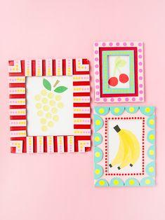 Post-Christmas Cardboard Crafts for Kids ⋆ Handmade Charlotte - Spielzeug Cardboard Frames, Cardboard Crafts Kids, Fun Diy Crafts, Recycled Crafts, Decor Crafts, Cadre Photo Diy, Diy For Kids, Crafts For Kids, Kids Art Galleries