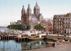 St. Nicolaaskerk gezien vanaf het Centraal Station Amsterdam  ca.1900 (Thx artepification)