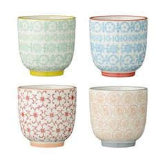 These small Carla cups by Bloomingville are perfect for espresso, cappuccino or smaller cups of regular filter coffee. The cups are sold in a set of four and each cup has a unique hand glazed pattern in different colors. They are really beautiful together and also easy to match with other tableware by Bloomingville.
