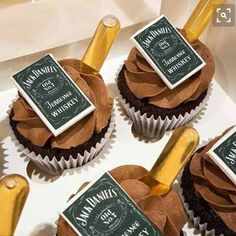 Jack Daniel's cupcakes with spiked ganache, icing and pipette of JD . Aug Jack Daniel's cupcakes with spiked ganache, icing and pipette of JDJack Jack Daniels Party, Jack Daniels Cupcakes, Festa Jack Daniels, Whiskey Cupcakes, Jack Daniels Cake, Jack Daniels Birthday, Jack Daniels Wedding, Birthday Cakes For Men, 30th Birthday Parties