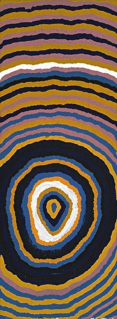 """Ningie Nangala - Yooloo, 2003 - 80 x 30 x 3 cm - Peinture : acrylique sur toile - 1 400 € - """" Ningie célèbre dans cette toile le site sacré de Yooloo, dans le Grand Désert de Sable (Australie). Ce trou d'eau est entouré par d'imposantes dunes représentées ici, comme vues du ciel, par les lignes ondulées qui se répandent bien au-delà des limites de la toile..."""" Cf. http://www.artsper.com/fr/oeuvres-d-art-contemporain/peinture/157348/yooloo"""