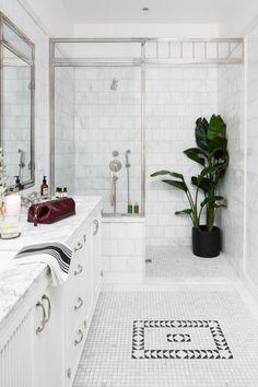 50 Best Farmhouse Bathroom Tile Design Ideas And Decor Bathroom Plants, Small Bathroom, Bathroom Goals, White Bathroom, Master Bathroom, Classic Bathroom, Interior Design Tips, Home Interior, Design Ideas