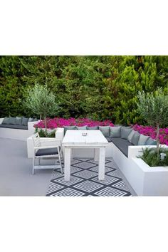 The Legend Outdoor/Indoor Reversible Rug is an eye-catching statement piece area rug. Designed to draw attention, its available in a range of colours!