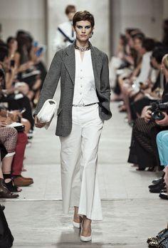 Le top Saskia de Brauw au défilé Chanel croisère 2014 http://www.vogue.fr/mode/cover-girls/diaporama/le-top-saskia-de-brauw-en-50-looks/14788/image/810538#!le-top-saskia-de-brauw-defile-chanel-croisere-2014