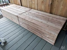 Learn how to DIY an outdoor modular seeting with storage and cushions. You'll know how to build an outdoor sectional bench. You'll get free plans with a tutorial so you can build your own outdoor patio furniture. Sectional Patio Furniture, Patio Furniture Makeover, Resin Patio Furniture, Backyard Furniture, Diy Outdoor Furniture, Outdoor Sectional, Furniture Design, Nice Furniture, Furniture Layout