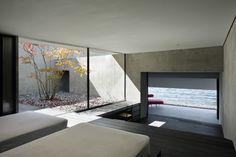 日建設計山梨らによる日光、中禅寺湖畔にある水際でのひと時を楽しむためのゲストハウス「On The Water」