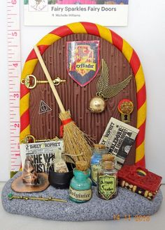 Fairy Door, Special Edition Harry Potter themed by Fairy Sparkles Harry Potter Felt, Harry Potter Dolls, Harry Potter Ornaments, Felt Doll House, Clay Fairy House, Fairy Houses, Fairies Garden, Clay Fairies, Fairy Gardens