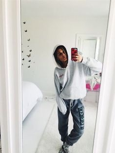 lazy day outfits for curvy women Cute Lazy Outfits, Chill Outfits, Stylish Outfits, Fashion Outfits, Hipster Fashion Style, Look Athleisure, Cute Sweatpants Outfit, Look Cool, Tan Lines