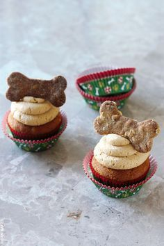 Peanut Butter Pupcakes with Peanut Butter Frosting (Dog Safe) | urbanbakes.com