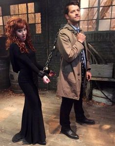 I hope Sam back stabs Rowena, because if he kills Crowley I am going to RIOT!!!!