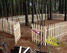 Display stand plan/corner shelf plan/wood shelf plan/corner   Etsy Picket Fence Garden, Wood Picket Fence, Pallet Fence, White Picket Fence, Cheap Garden Fencing, Diy Dog Fence, Easy Fence, Skill Saw, Small Fence