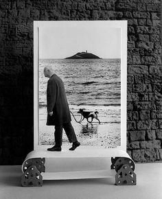 Gilbert Garcin: Elliott's dog (after Elliott Erwitt), 1995.