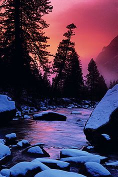 Twilight mist, Merced River, Yosemite (California, 1986). Photo by Galen Rowell!