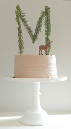 I like the garland M on the cake. Would be cute for vintage inspired bunny birthday. Obviously loose the dear.