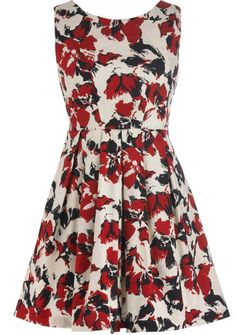 Poppy Frenzy Dress :} Me encanta este vestidito estampado.