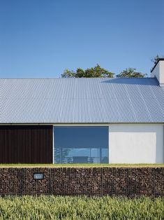 Architecture Discover Baron House : John Pawson Baron House : John Pawson Ode to Things Minimalist Architecture, Facade Architecture, Ancient Architecture, Residential Architecture, Sustainable Architecture, John Pawson Architect, Great Buildings And Structures, Modern Buildings, Modern Barn