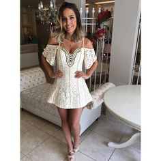 Nooovidades para as festas de fim de ano meninas! ✨ vestido todo em renda bordado e com ajuste que modela a cintura atrás ❤️ #partyclosetdamay Whatsapp (62)8217-2700 Telefone (62)3639-0058 Enviamos para todo Brasil e exterior