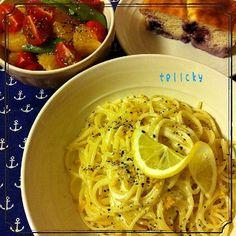 今日の晩ごはんψ(`∇´)ψ  ☆ともちゃんの             レモンクリームパスタ ☆八朔とスナップえんどう、          プチトマトのマリネサラダ ☆これまた!!ともちゃんの            おからとヨーグルトの                        ヘルシーケーキ  国産のええ感じの檸檬をGETしたので、作りたかったこのパスタに♡ めっちゃ!! 美味しかったです(^-^) ともちゃん♡ 素敵レシピをありがとうございます! そして、ヘルシーケーキのデザート付きのセットにしてみました(^ ^) - 177件のもぐもぐ - macaronT♡ともちゃんのレモンクリームパスタ♪ by tellcky