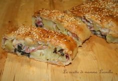 Strudel patate, prosciutto e olive I Love Food, Good Food, Yummy Food, Strudel, Salad Cake, Salty Foods, No Salt Recipes, Savory Tart, Sicilian Recipes