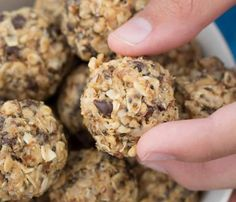 Crispy energy balls are a kid pleasing snack that is low in sugar and calories but high in iron, fiber and protein. Try this easy, no bake recipe today. My kids can't get enough! Crispy No Bake Energy Balls Recipe baking recipes Healthy Protein Snacks, Diabetic Snacks, Healthy Snacks For Kids, High Protein, Healthy Meals, Healthy Food, Kid Snacks, Healthy Shakes, Fruit Snacks
