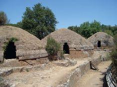 Necropolis van Banditaccia in Cerveteri. Een van de meest uitgestrekte begraafplaatsen van de Etrusken. De graven werden uitgehakt in de tuf...