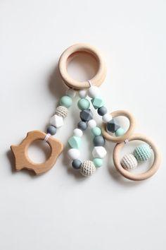 Babygym Spielzeug / Set von 3 Spielzeug / von ZanesCrochetTreasure