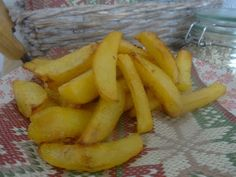 Czary w kuchni- prosto, smacznie, spektakularnie.: Chrupiące frytki- grubo krojone... Baked Vegetables, Potatoes, Banana, Fruit, Food, Potato, Essen, Bananas, Meals
