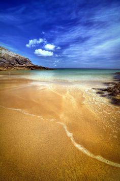 The Vazen beach in Belle-Ile en Mer in the Morbihan. Photo Bretagne, Western Coast, Underwater Creatures, Sea Waves, Sea And Ocean, France Travel, Australia Travel, Amazing Nature, Mother Earth