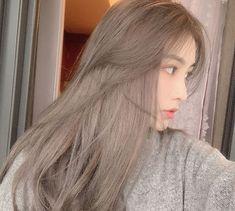 Hair Color Streaks, Hair Dye Colors, Ombre Hair Color, Ashy Hair, Ash Blonde Hair, Blonde Hair Korean, Shot Hair Styles, Curly Hair Styles, Hair Color Underneath
