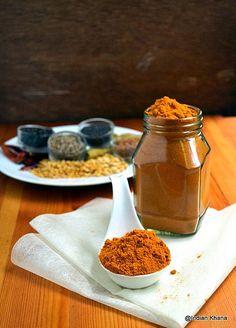 Homemade Sambar Powder, Sambar, Sambar Powder Recipe, Sambar Podi, Tamil Style Sambar Powder Podi Recipe, How to make Sambar Powder at home, How to, DIY, Homemade Spice powder recipe, Podi,