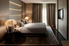 "Armani Hotel Milano is located in an old palace, designed by Enrico A. Griffini in the fiercely competitive ""Quad Fashion"", in Milan. Armani Hotel, Home Bedroom, Modern Bedroom, Bedroom Ideas, Bedroom Decor, Hotel Milan, Luxury Spa Hotels, Plafond Design, Hotel Room Design"