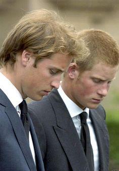 Los príncipes Guillermo y Harry de Gales.