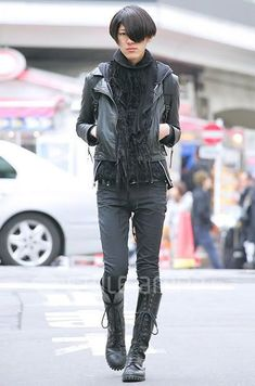 I know this a man, but I so wouldn't mind sporting this outfit. Japanese male street fashion.: