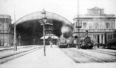 Interno della Stazione Termini con motrici in sosta. Anno 1902.