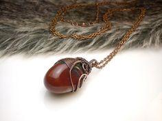 Fotogaléria šperkov, drôtený, tepaný a patinovaný medený šperk, drôtikovaný prívesok s minerálom, šperky s kameňom, heliotrop.