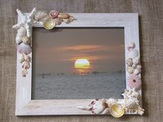 Best DIY Photo And Picture Frame Crafts (Ideas and Designs) DIY Projects DIY Picture Frames - Is that something you could build? You can make your own unique picture frames with a little imagination and your creativity. Seashell Picture Frames, Seashell Frame, Seashell Art, Seashell Crafts, Seashell Projects, Diy Projects, Deco Marine, Picture Frame Crafts, Sea Crafts