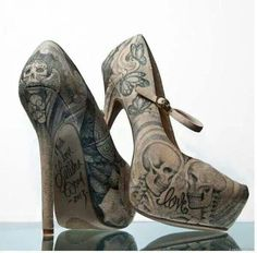 Nude and black tattoo and skull heels. Great under a pair of jeans to give you interest point. Zapatos Shoes, Shoes Heels, Pumps, Stilettos, Stiletto Heels, Skull Fashion, Fashion Shoes, Cute Shoes, Me Too Shoes