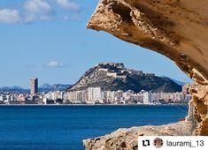 Vista de la ciudad de #Alicante desde el Cabo de la Huerta. #AlicanteCity #CostaBlanca #MifotoAlicante Foto:  @lauramj_13 en Instagram.