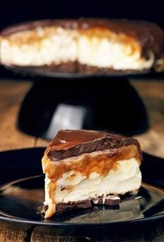 Mascarpone cheesecake with butterscotch and chocolate Party Desserts, Cookie Desserts, No Bake Desserts, Delicious Desserts, Yummy Food, Baking Recipes, Cake Recipes, Sweet Cakes, Pavlova