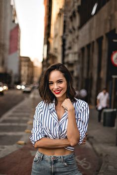 Essa cidade me transforma . Portrait Photography Poses, Beauty Photography, Street Photography, Shotting Photo, Female Character Inspiration, Street Portrait, Girl Attitude, Beauty Shots, Female Poses