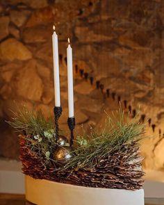 me ~ Smilax Escuela de Arte Floral. Art Floral Noel, Arte Floral, Christmas Deer, Christmas Crafts, Christmas Ornaments, Christmas Decorations For The Home, Xmas Decorations, Christmas Floral Arrangements, Flower Arrangements