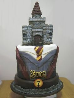 Someday i will have a Harry Potter themed party -the Books version!- and this looks so fantastic! i would love it even more if the castle would be the biggest part of the cake and maybe the three characters on the castle? Not sure but this is a very beautiful cake like this.